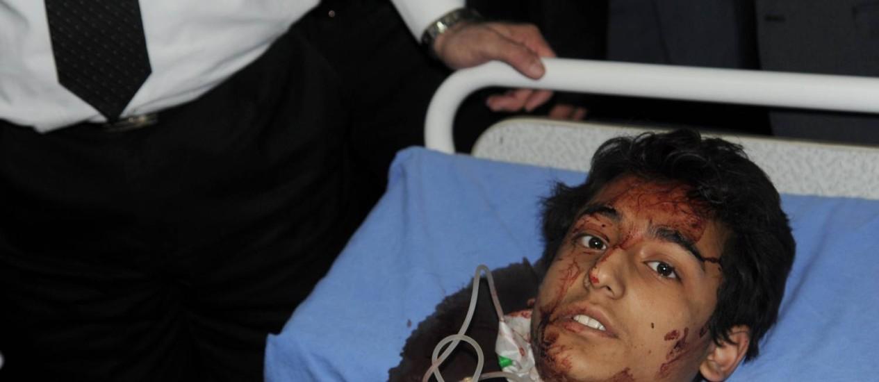 Menino sírio ferido na explosão de dois morteiros em um colégio de Damasco Foto: AFP