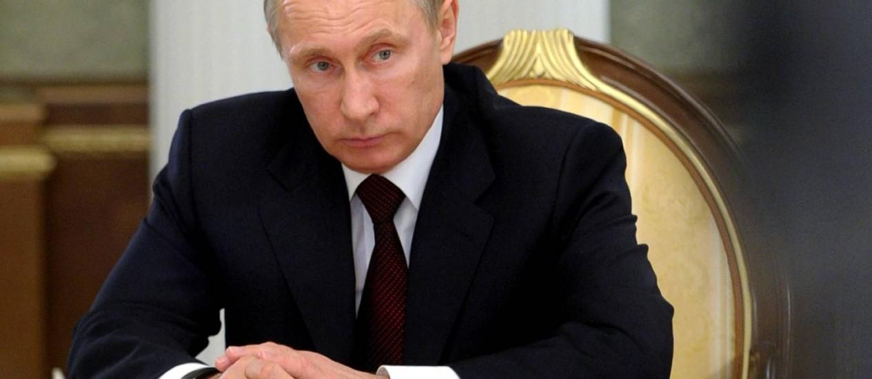 Putin em sessão do Conselho Supremo de Economia da Euroásia: presidente russo aperta o cerco contra bloggers e opositores Foto: ALEXEY DRUZHININ / AFP