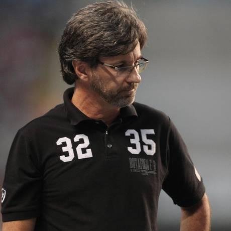 O técnico Caio Júnior, na época de Botafogo: demitido do Criciúma após duas rodadas do Campelonato Brasileiro Foto: Bruno Gonzalez / Agência O Globo