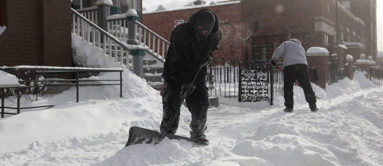 Neve em Detroit: período de forte frio prejudicou a economia americana no primeiro trimestre Foto: REBECCA COOK / REUTERS
