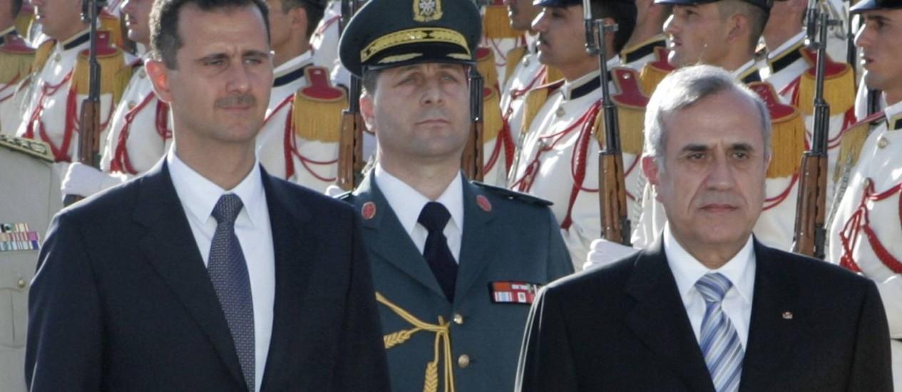 Michel Suleiman (direita) ao lado de Bashar al-Assad. Apoio ao presidente sírio é uma dos vários fatores da polarização na política libanesa Foto: Arij Nakad / REUTERS