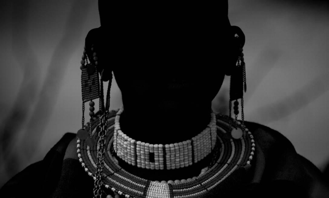Robério optou pela subexposição luminosa para captar as imagens. Sua ideia era revelar traços das culturas dessas tribos da África Oriental, em vez de indivíduos Foto: Robério Braga / Divulgação