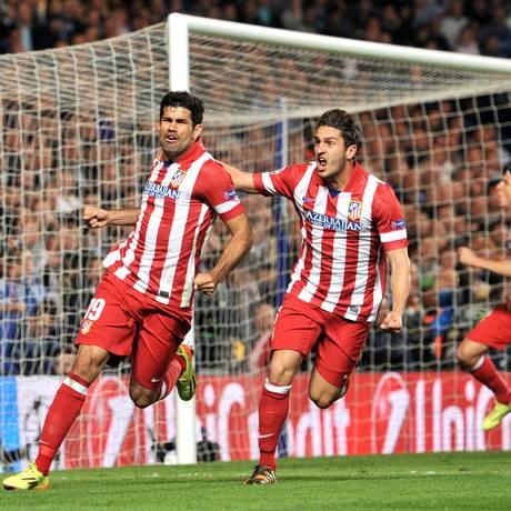 O brasieiro naturalizado espanhol Diego Costa (à esquerda) é um dos destaques do Atlético de Madrid na temporada Foto: GLYN KIRK / AFP