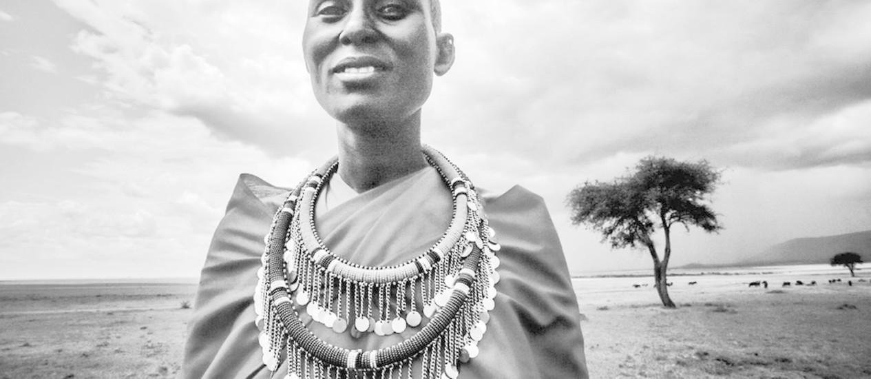 A série 'Luz negra' do fotógrafo brasileiro Robério Braga registra a cultura de tribos da África Oriental Foto: Divulgação/Robério Braga