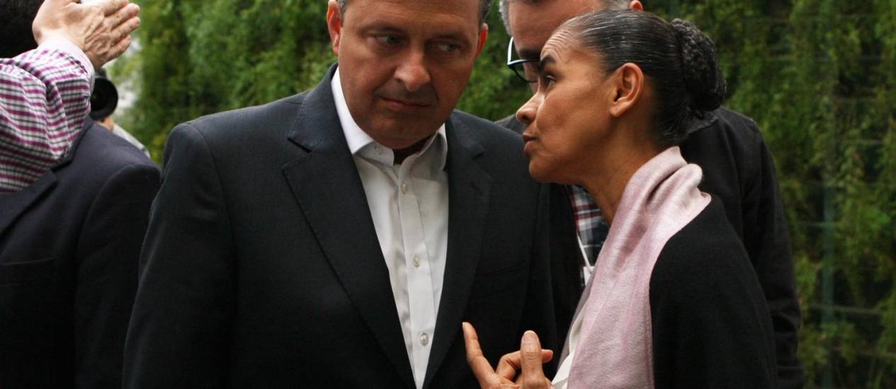 O ex-governador de Pernambuco e pré-candidato pelo PSB, Eduardo Campos e a ex-ministra do Meio Ambiente, a senadora Marina Silva Foto: Michel Filho/ O Globo