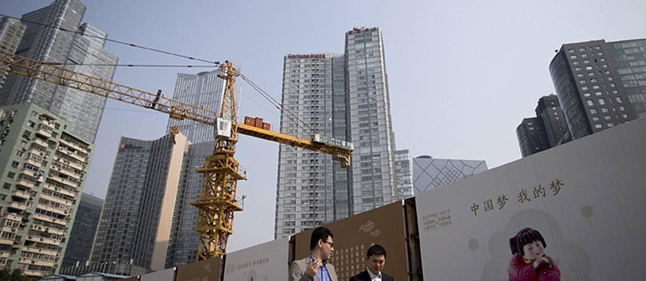 Construção em Pequim: economia florescente supera a dos EUA Foto: Andy Wong / Andy Wong/AP