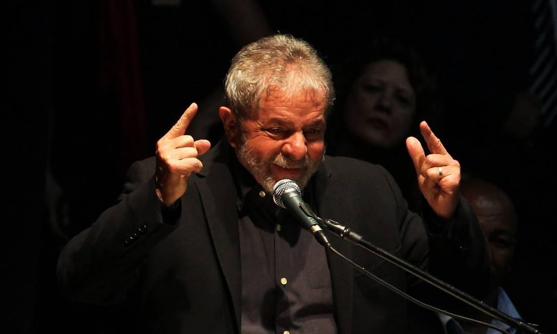 Lula discursa depois de receber homenagem em Santo André, no ABC Paulista. Foto: Fernando Donasci / Agência O Globo