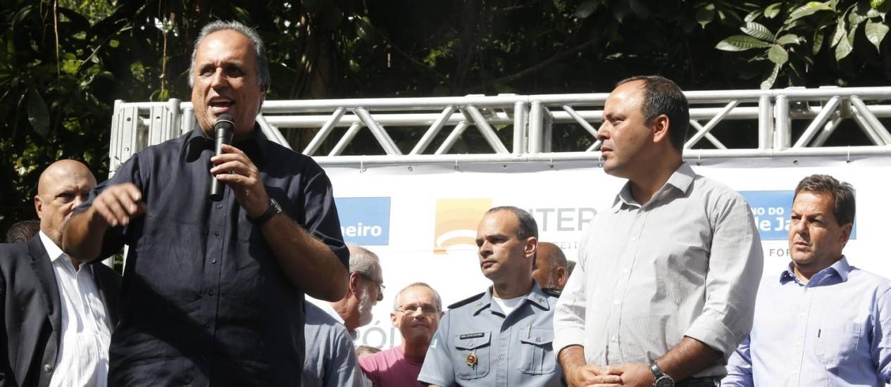 O governador Luiz Fernando Pezão durante inauguração da Companhia Destacada no Fonseca, em Niterói Foto: Felipe Hanower / Agência O Globo
