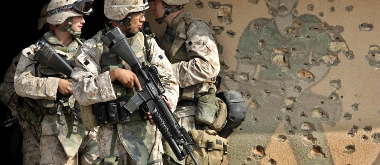 Marinheiros americanos durante treinamento no Iraque, em 2004 Foto: Anja Niedringhaus