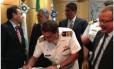 Padilha (segundo à esquerda), na assinatura do acordo, ao lado de Meirelles (de óculos), laranja de Youssef