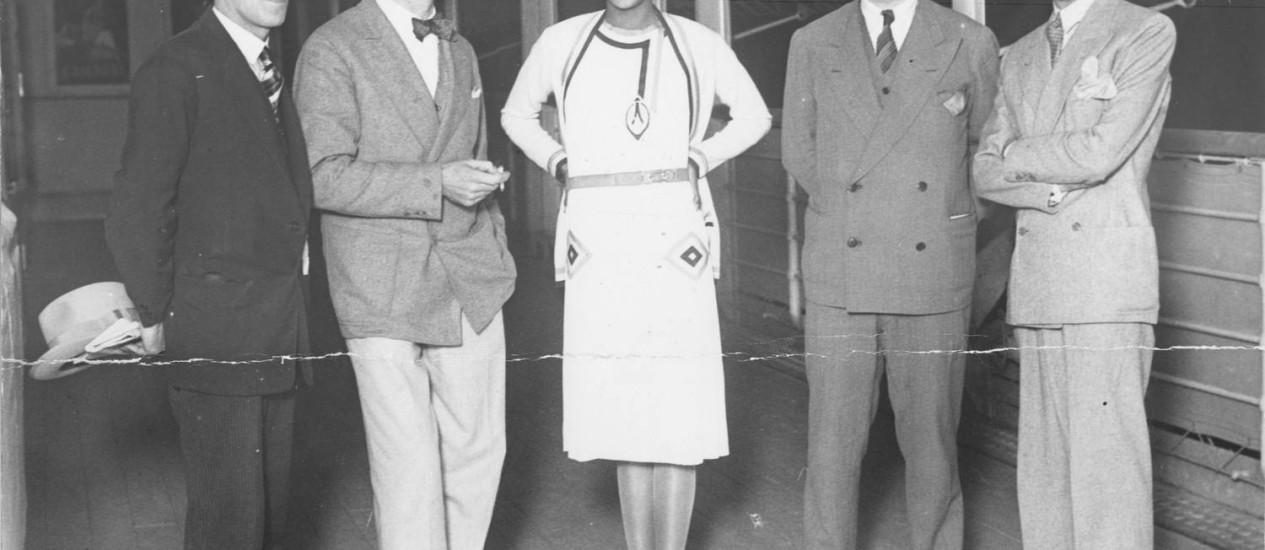 Josephine Baker (no centro) e Le Corbusier (à esquerda a seu lado), em 1929: encontro no Rio de Janeiro deu origem à exposição em cartaz até 17 de agosto no MAR Foto: Divulgação / Fotos de divulgação