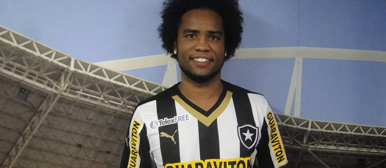 Carlos Alberto rescindiu contrato com o Goiás para jogar pelo Botafogo Foto: Divulgação