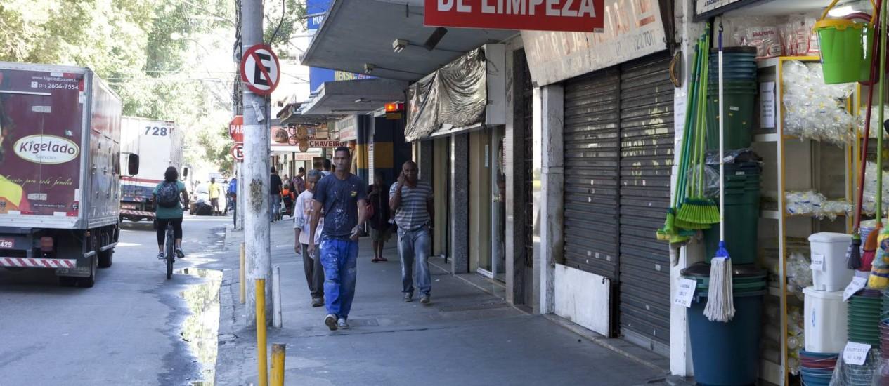 A Rua São João, onde acusados de tentativa de latrocínio atuavam como seguranças do comércio Foto: Bárbara Lopes / Agência O Globo