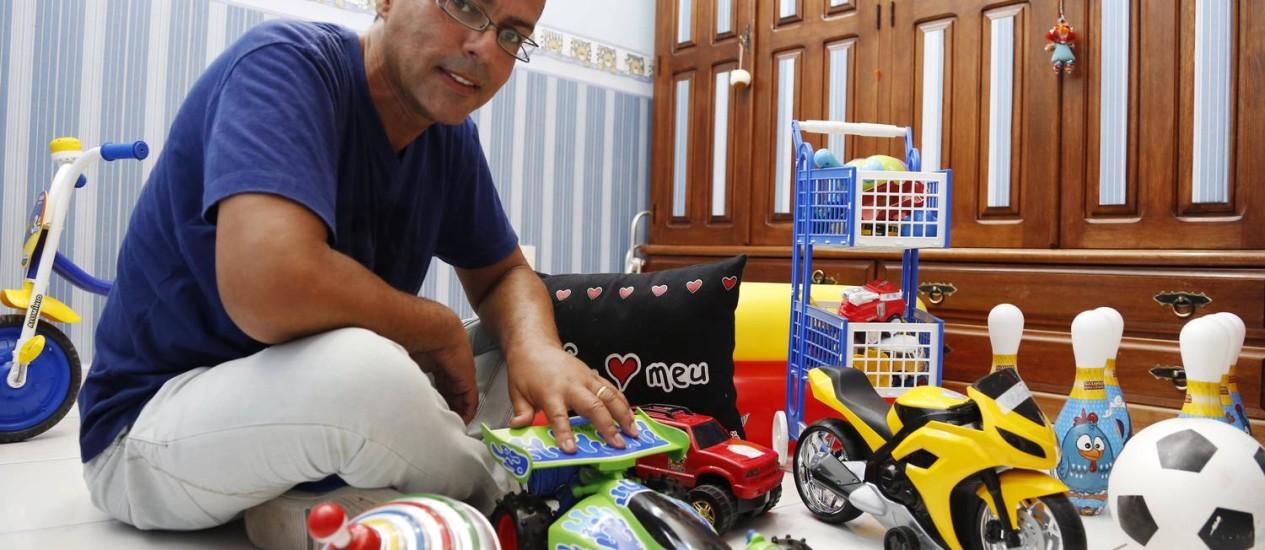 Gino Fonseca realizou o sonho de adotar um filho Foto: Camilla Maia / Agência O Globo
