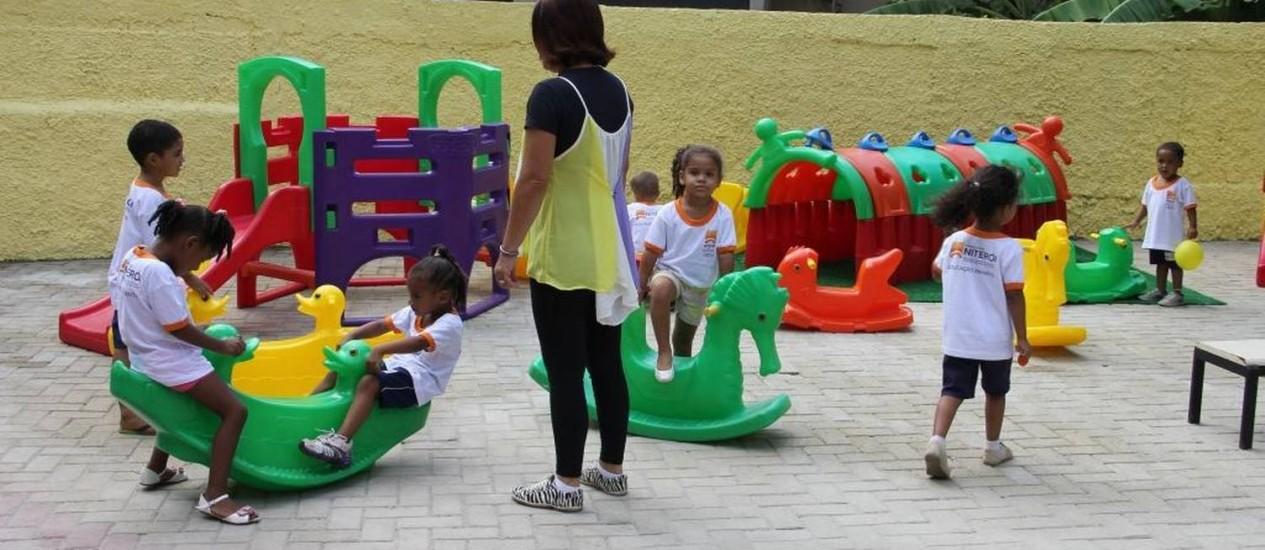 Crianças brincam no pátio: prefeitura planeja inaugurar outras quatro unidades 2015 Foto: divulgação/ luciana careneiro / Divulgação/Luciana Carneiro/02-04-2014
