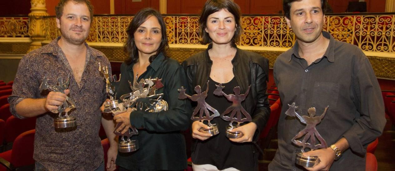 Pedro Brício, Mini Kerti, Kiti Duarte, Leandro Assis com seus troféus no Cine PE Foto: Divulgação