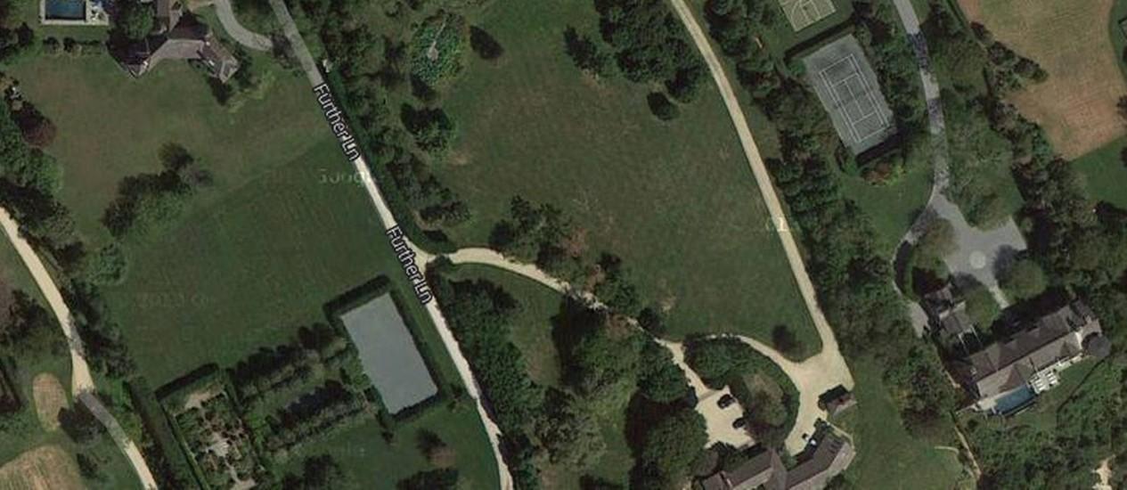 Residência (ao centro) mais cara já vendida nos EUA, por US$ 147 milhões Foto: Reprodução/Google Maps