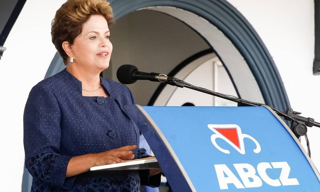 A presidente Dilma Rousseff durante cerimônia de abertura da Unidade de Fertilizantes Nitrogenados da Petrobras, em Uberaba Foto: Roberto Stuckert Filho / Presidência