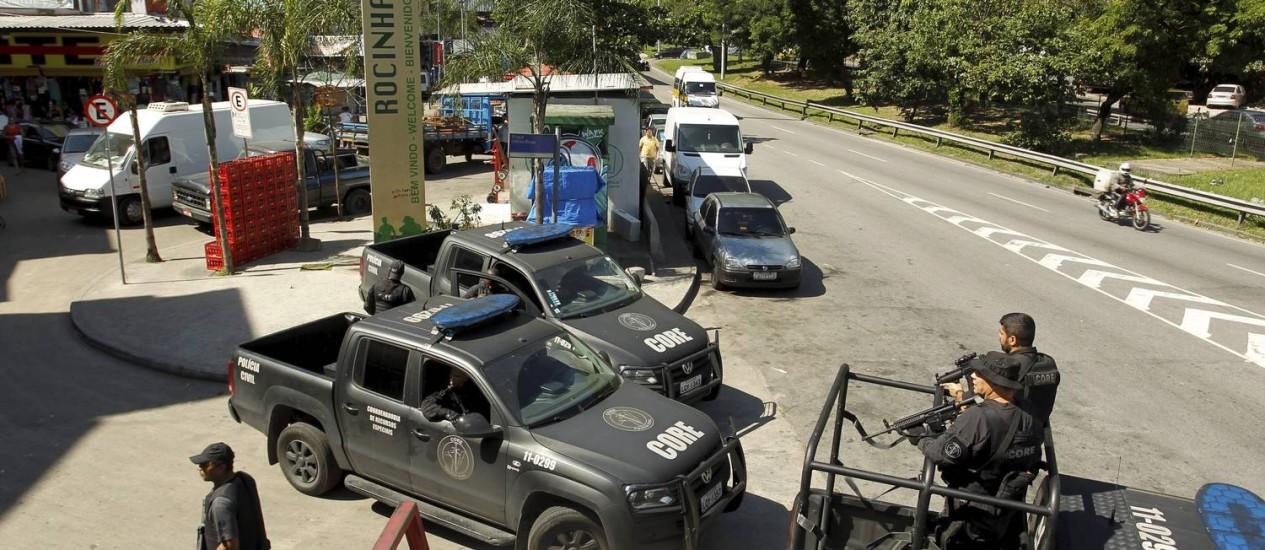 Policiamento foi reforçado na Rocinha após tiroteio da última quinta-feira Foto: Gabriel de Paiva / Agência O Globo