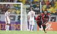 Marquinhos comemora o gol do Vitória