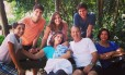 No Instagram, Campos, com a mulher Renata, os filhos e a mãe