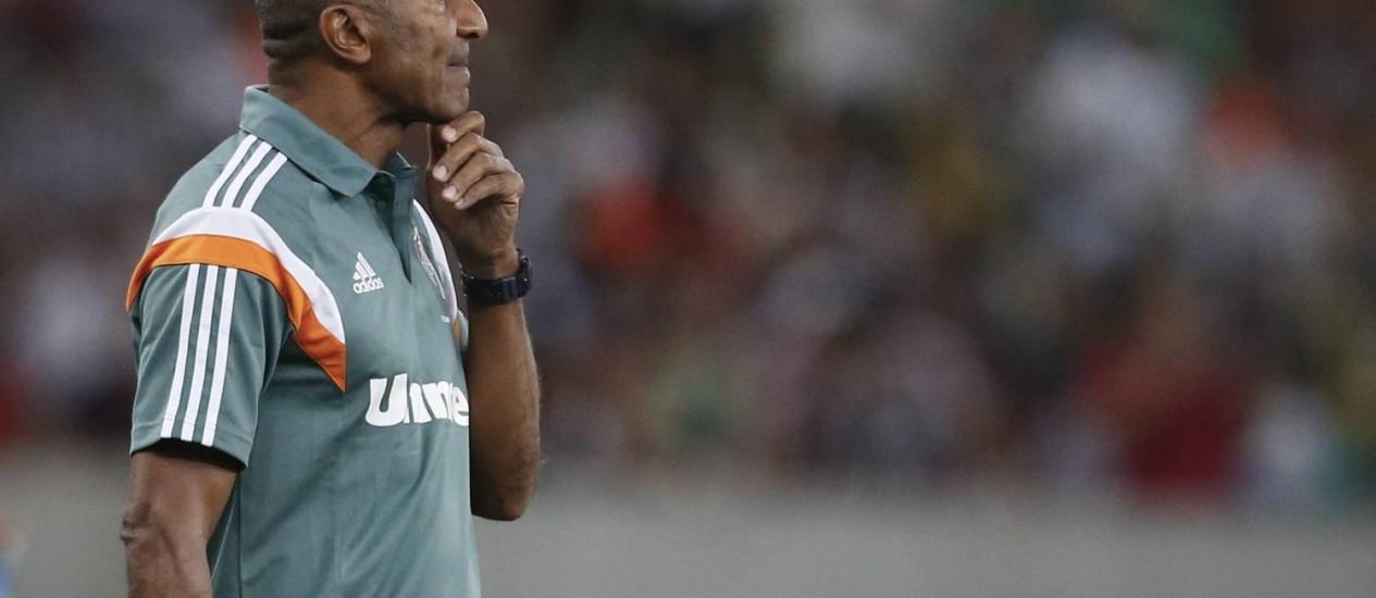 Cristóvão gostaria de contar com reforços e teme perder jogadores importantes na janela de transferências Foto: Guito Moreto / O Globo