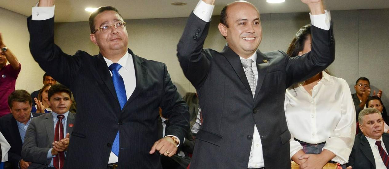 O vice Tom Lyra e Sandoval Cardoso durante cerimônia de posse