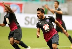 Maxi Biancucchi comemora o gol da vitória do Bahia Foto: Edson Ruiz / COOFIAV