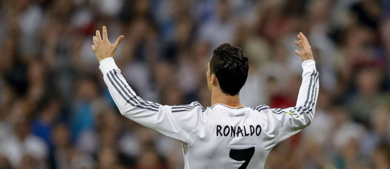 Cristiano Ronaldo marcou o gol de empate do Real Madrid com o Valencia nos acréscimos, de calcanhar Foto: DANI POZO / AFP
