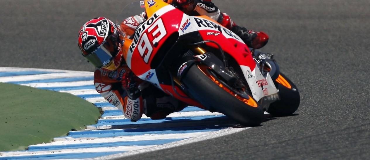 O espanhol Marc Márquez contorna a curva no circuito de Jerez de la Frontera Foto: JON NAZCA / REUTERS