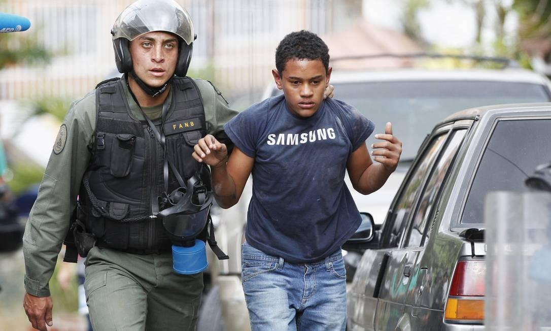 Manifestante é detido na Venezuela Foto: / REUTERS-29-04-2014
