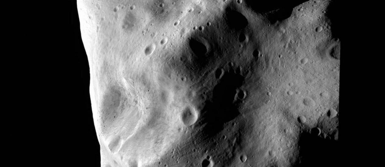 O asteroide HL 129 passou dentro da órbita da Lua Foto: Divulgação