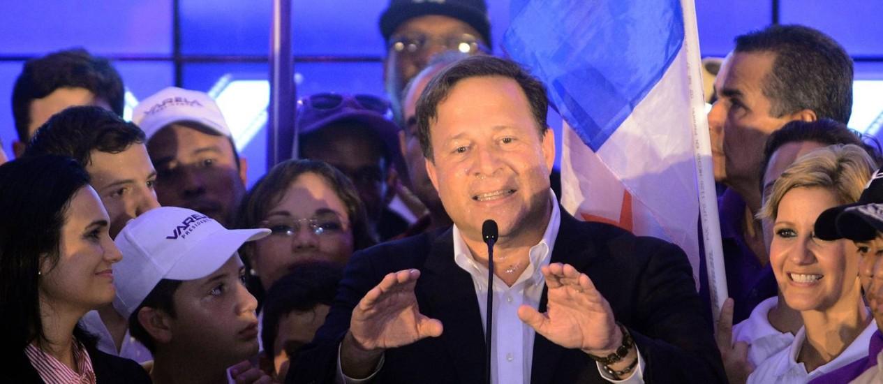 Juan Carlos Varela discursa após anúncio de sua vitória para a Presidência do Panamá Foto: RODRIGO ARANGUA/AFP