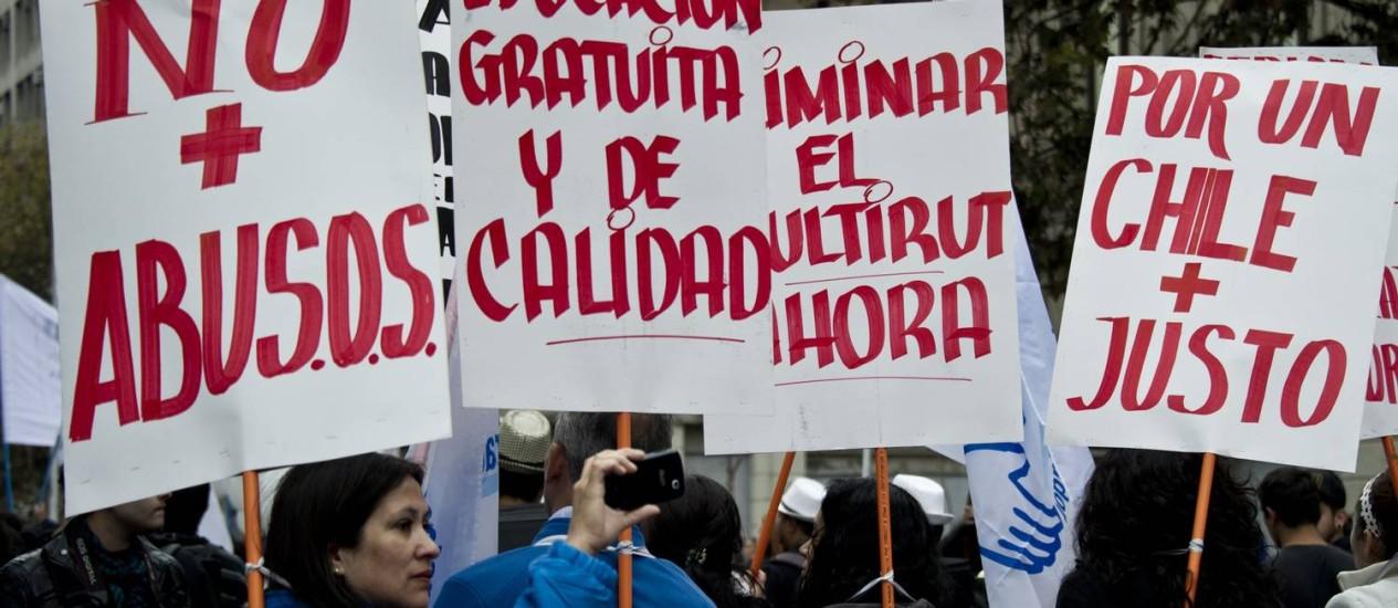 Trabalhadores chilenos protestam contra desigualdade no Primeiro de Maio: tema é uma das bandeiras dos ex-líderes universitários eleitos para o Congresso Foto: AFP / 1-5-2014