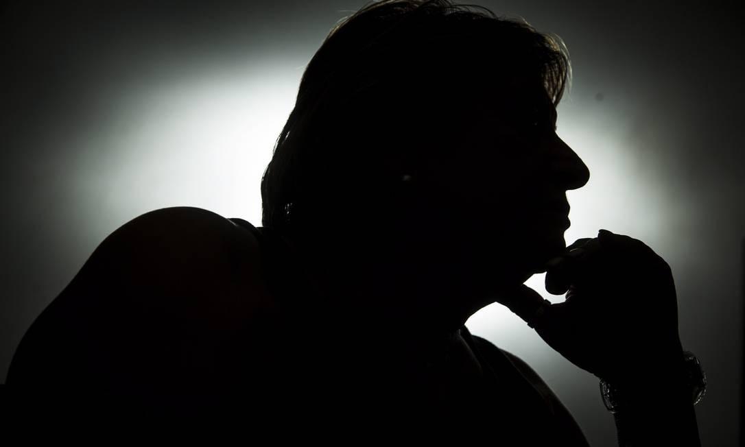 Tratamento. X., de 59 anos, participa de grupo de apoio para controlar ciúme, que acabou levando-a ao alcoolismo Foto: / Leo Martins /