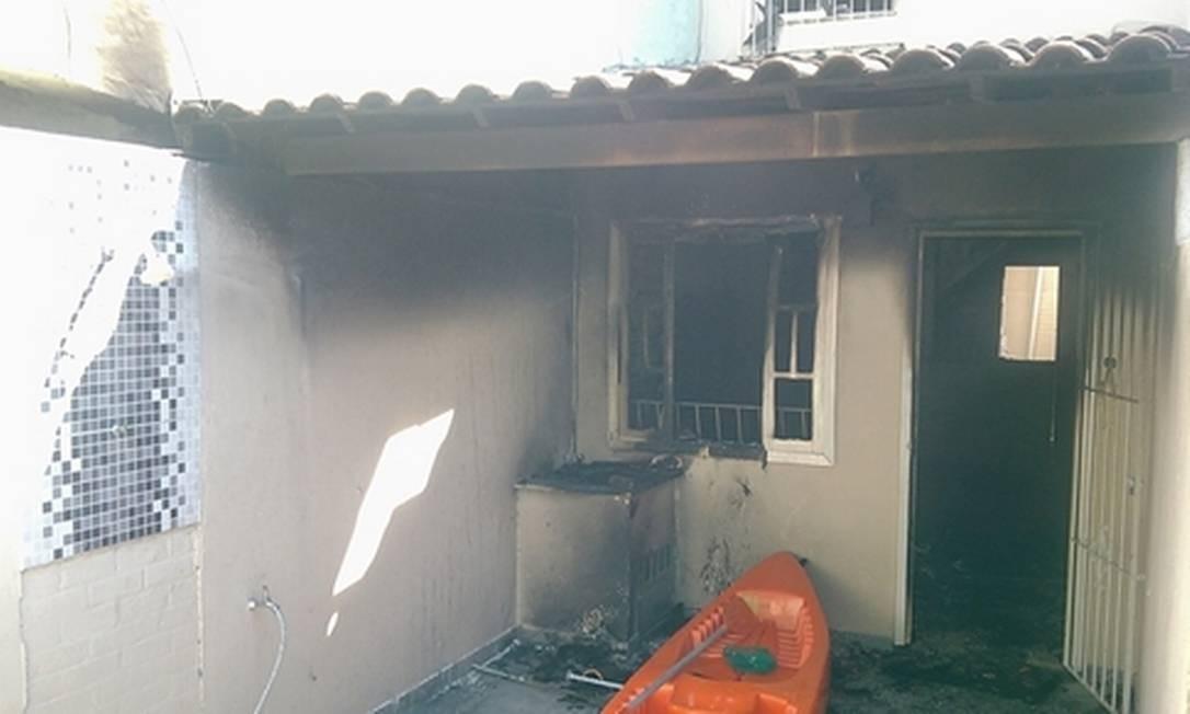 Corpo da vítima foi encontrado cornonizado dentro do banheiro da residência, no barro de Palmeiras, em Cabo Frio Foto: Douglas Reis / Divulgação