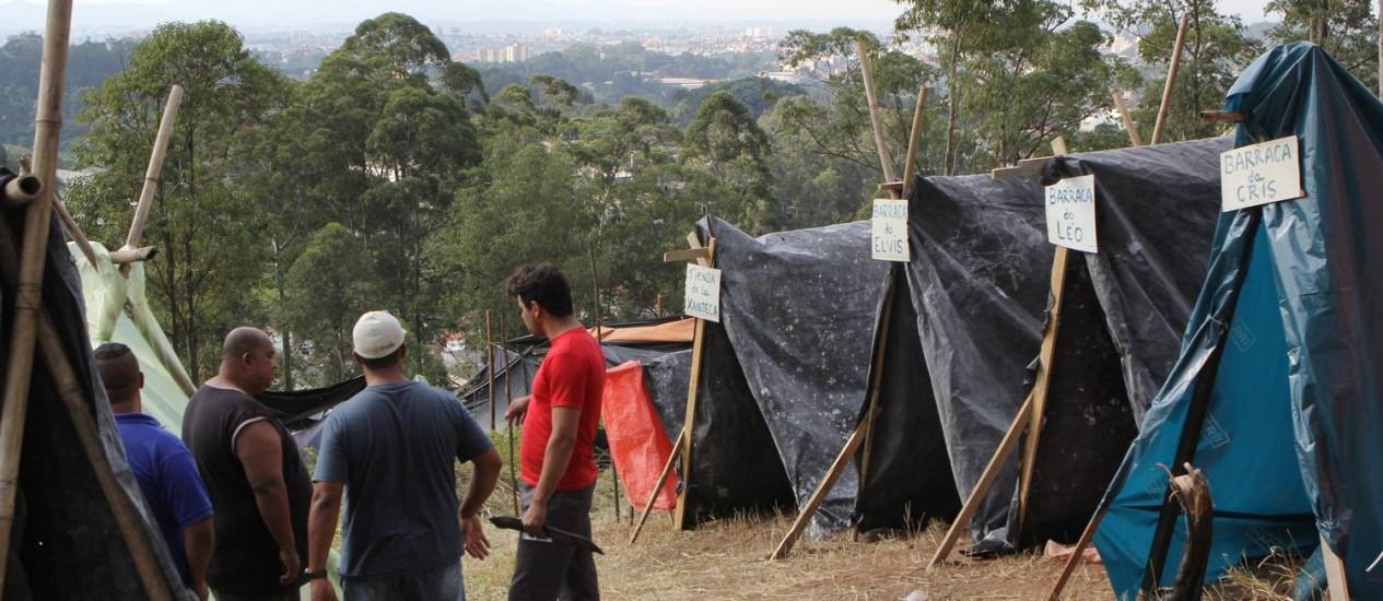 Sem-teto invadem terreno próximo ao Itaquerão, em São Paulo Foto: Michel Filho / O Globo