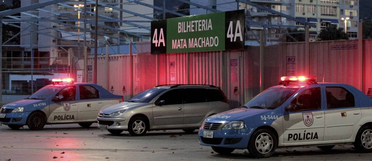 Segurança reforçada no entorno do Maracanã: mais de 2 mil PMs vão participar de esquema especial para a Copa Foto: Marcelo Piu / Agência O Globo