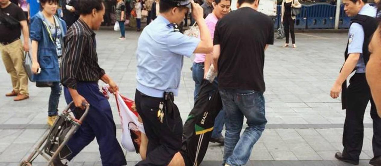O suposto agressor foi baleado e morto pela polícia Foto: STRINGER/CHINA / REUTERS