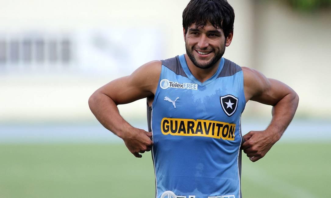Ex-meia do Botafogo, Nicolás Lodeiro tem 27 anos, e participou de duas Copas com a seleção uruguaia. Atualmente, joga no Boca Juniors Botafogo / Botafogo/Divulgação
