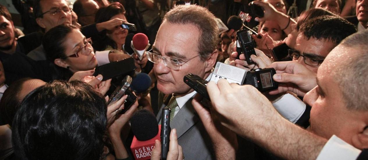 O presidente do Senado vai pedir formalmente aos líderes partidários a indicação dos integrantes para a CPI mista Foto: André Coelho / Agência O Globo