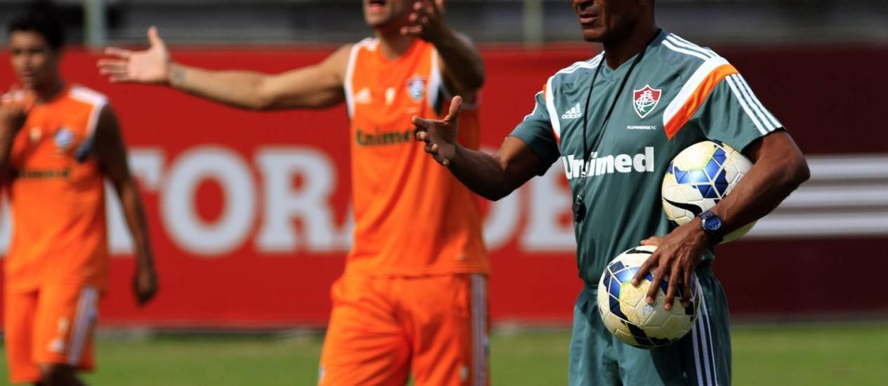 O técnico Cristóvão Borges gesticula em treino do Fluminense Foto: Divulgação / Fluminense