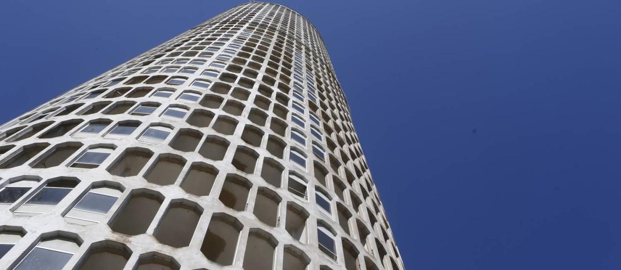 Torre H tem indícios de corrosão. Obras paralisadas desde a década de 1970 Foto: Felipe Hanower