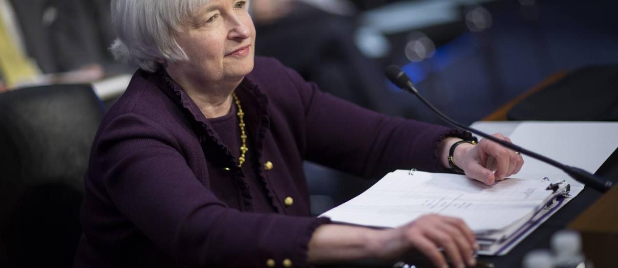 Janet Yellen, presidente do Fed, durante a audiência conjunta no Congresso: recuperação ainda sob risco Foto: Andrew Harrer / Bloomberg