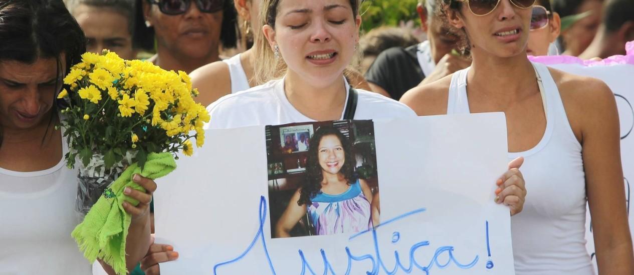 Fabiane Maria, que foi confundida com sequestradora, foi enterrada na terça-feira Foto: Marcos Alves / Agência O Globo