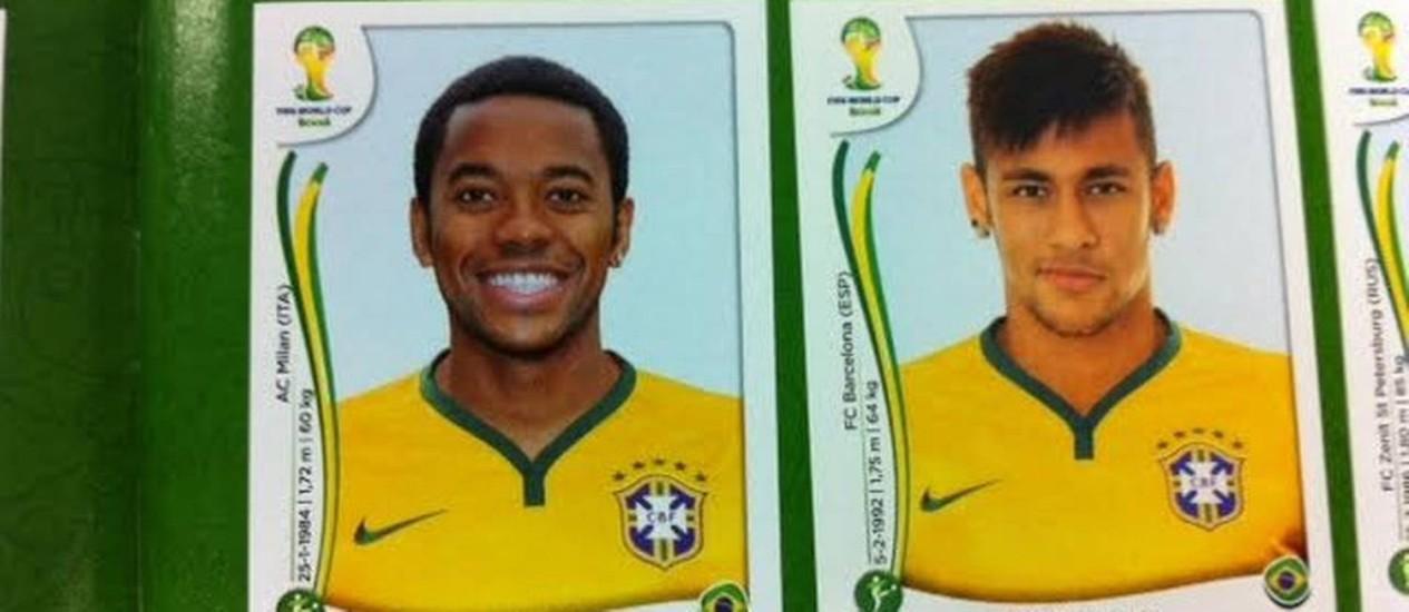 A figurinha de Robinho ao lado de Neymar. Está no álbum, mas não vem para a Copa Foto: Marcelo Alves / O Globo