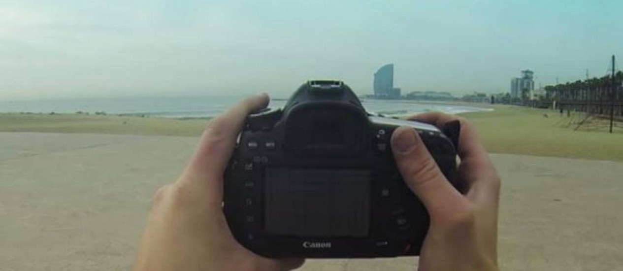 Tirar fotos dos lugares visitados faz parte do trabalho Foto: reprodução de internet