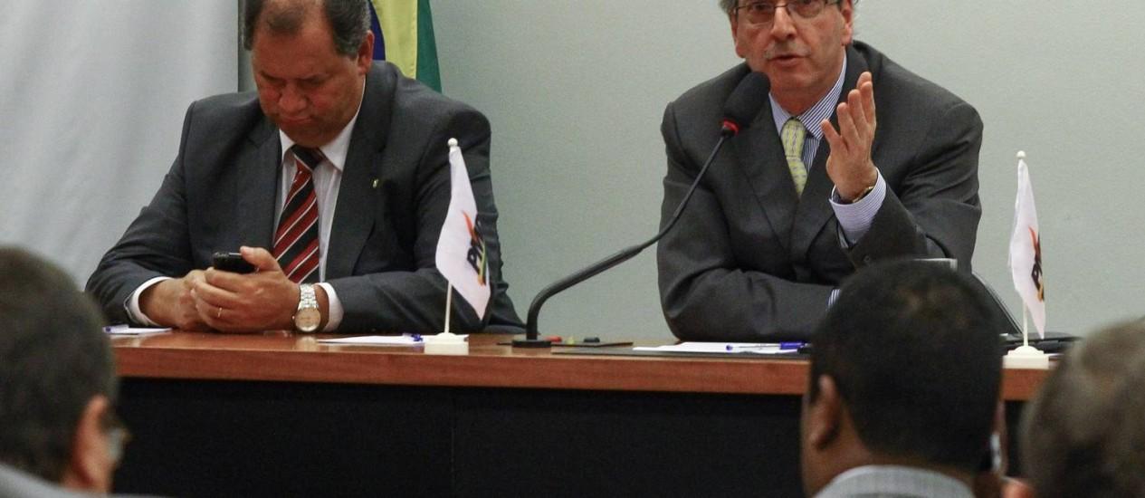 O deputado Eduardo Cunha (PMDB/RJ) durante reunião com a bancada do PMDB na Câmara Foto: André Coelho / O Globo
