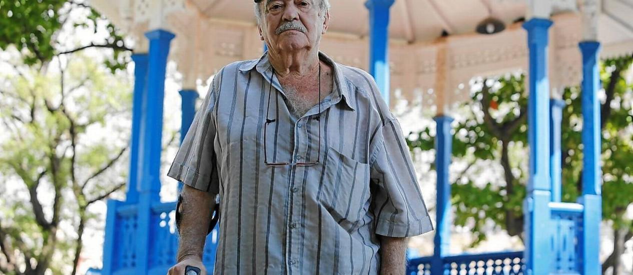 Tradição. Bernardo Lobo, no coreto do Jardim do Méier: fotógrafo de lambe-lambe por 60 anos
