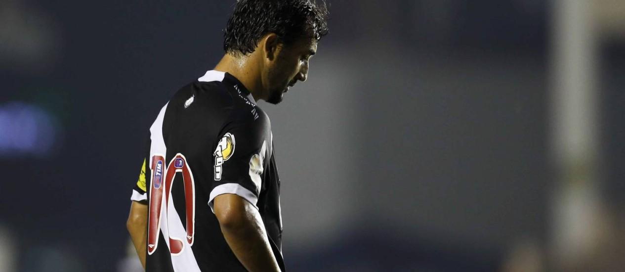 Douglas lamenta chance perdida na partida entre Vasco e Treze Foto: Alexandre Cassiano / Agência O Globo